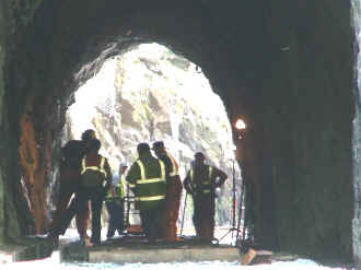 S9_TE28-4-07Tracklaying in Goat Tunnel.jpg (44219 bytes)